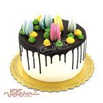 کیک با تزئین ماکارون گل گله
