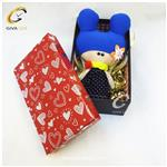 پک کادویی شامل عروسک دخترانه و جعبه قرمز